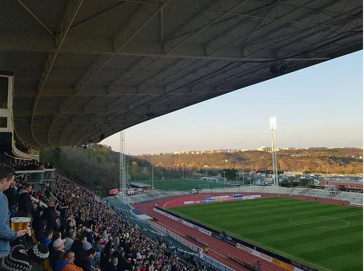 Tijdens de derby van Praag. Bron: @DanielsenAxedal