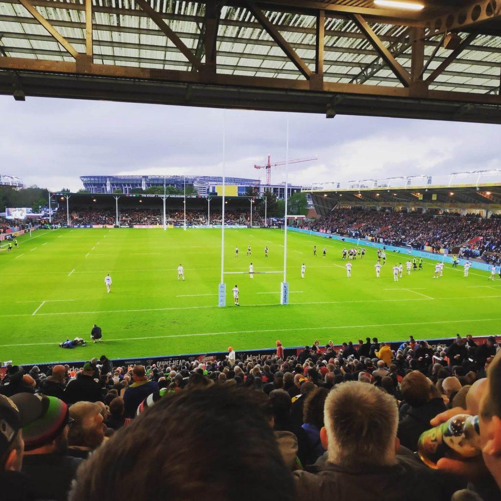 Een goed bezochte rugby wedstrijd. Bron: The Rambling Groundhopper