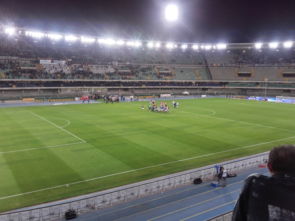 Stadio Marc'Antonio Bentegodi. Bron: @vvh86