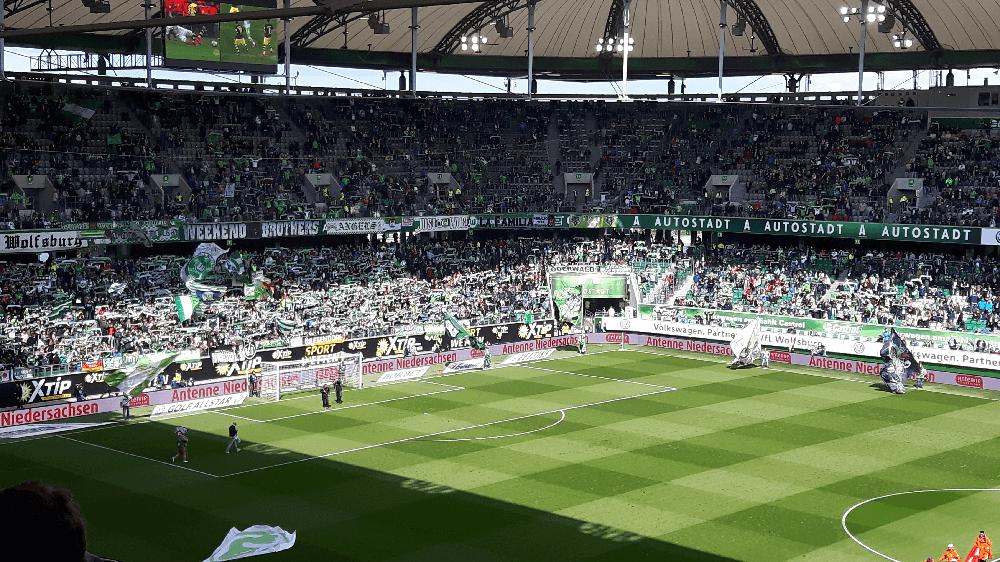 Sjaals in de lucht. Bron: Hollandische_Bundesliga_Fans