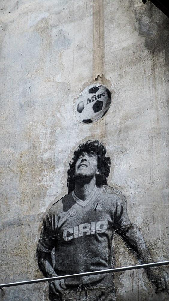 9 voetbalshirts over Diego Maradona voor herinneringen en inspiratie